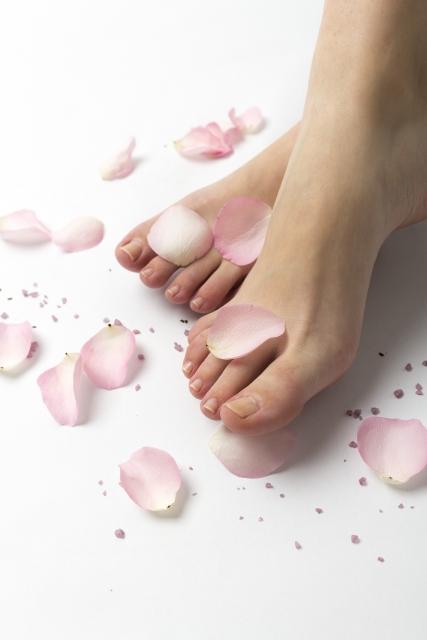 足と花びら
